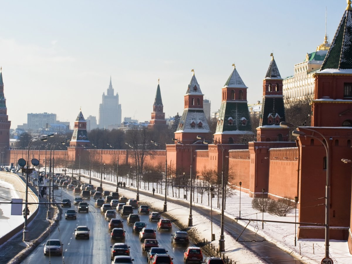 moscow-kremlin-wall_generix-group