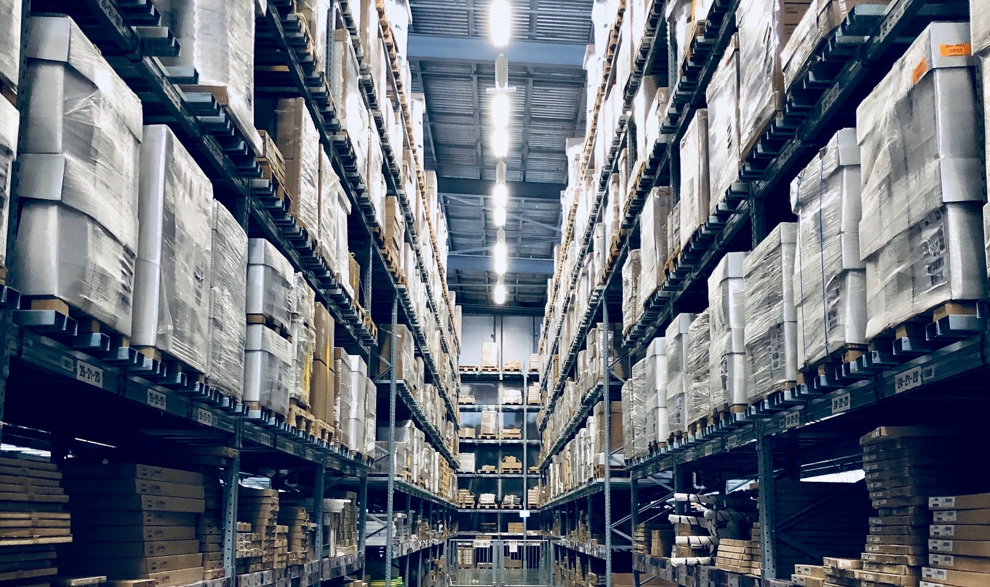 Warehouse Management: challenges and advancements